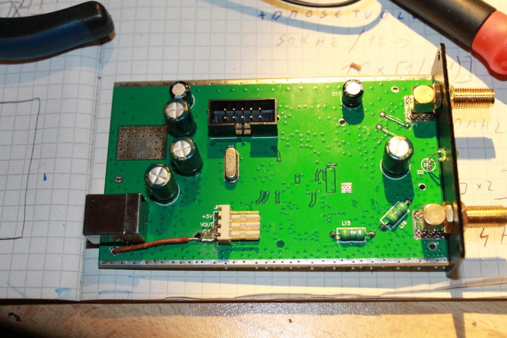 Konektor pre externý detektor a prepínač.